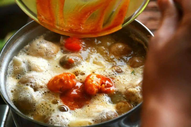 tom yum sauce finishing touches