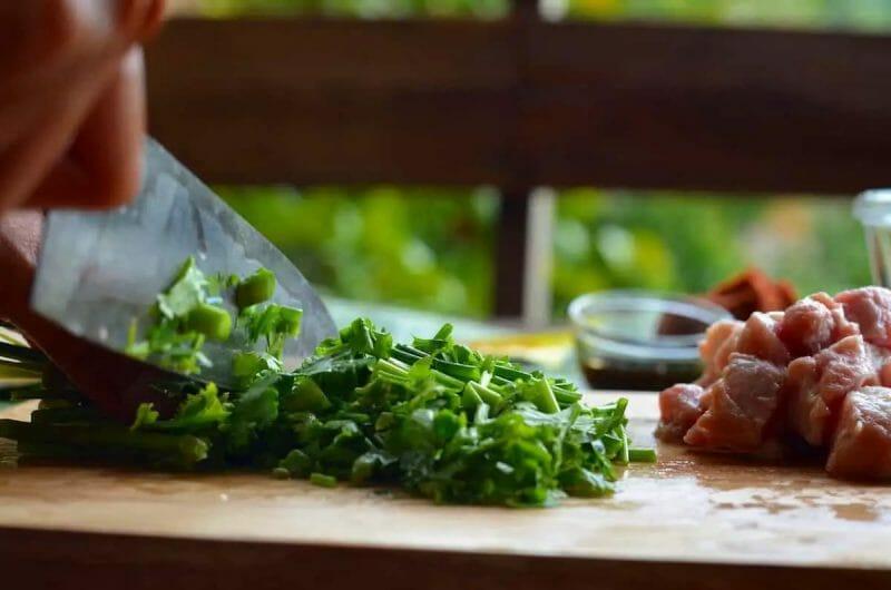 cutting thai parsley for kao soi