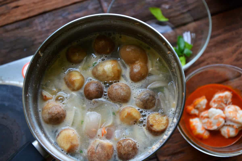 straw mushrooms for tom yum soup